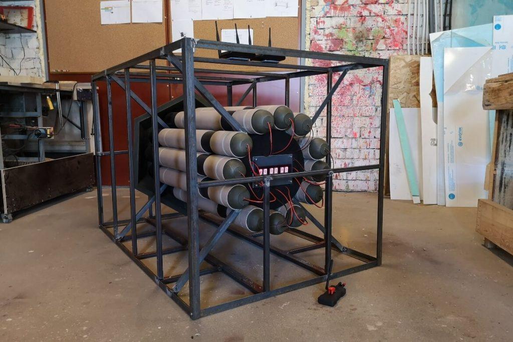 fake-bomb-cage-remote-control-props-agent-hamilton-setfactory