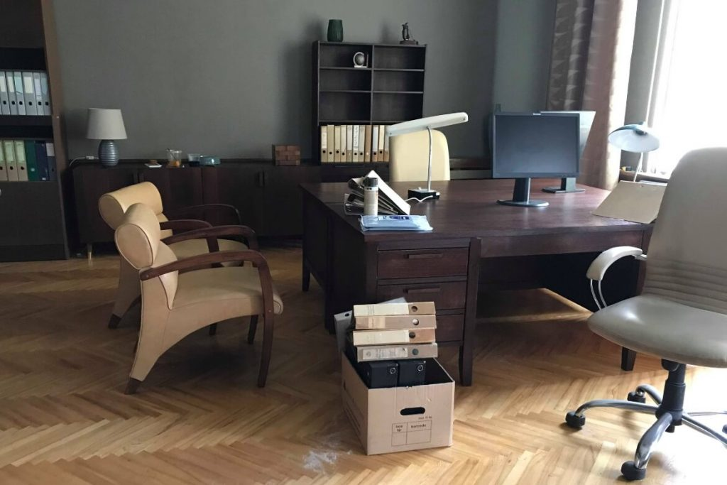 fifties-furniture-boss-desk-agent-hamilton-setfactory