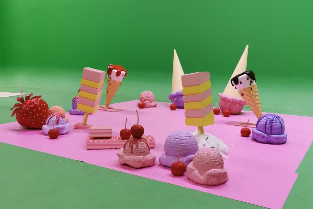 ice-cream-cones-vafles-berries-oversized-pirkka-setfactory
