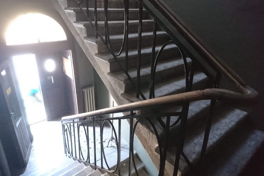 metal-railing-stone-staircase-props-agent-hamilton-setfactory