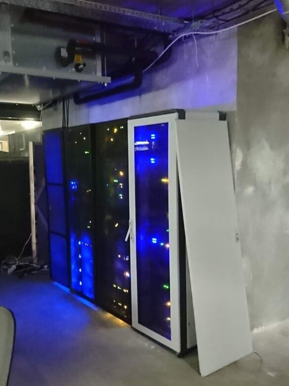 office-hub-set-server-props-agent-hamilton-setfactory